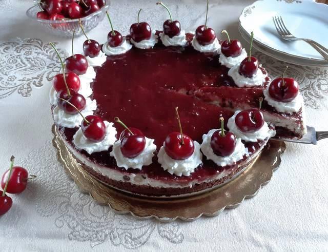 Cheesecake με ρικότα, τσιπ σοκολάτας και μαρμελάδα βύσσινου