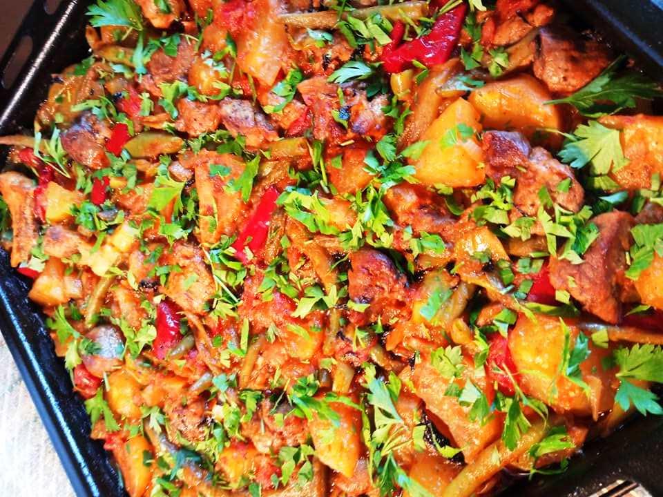 Χοιρινό με φασολάκια στο φούρνο