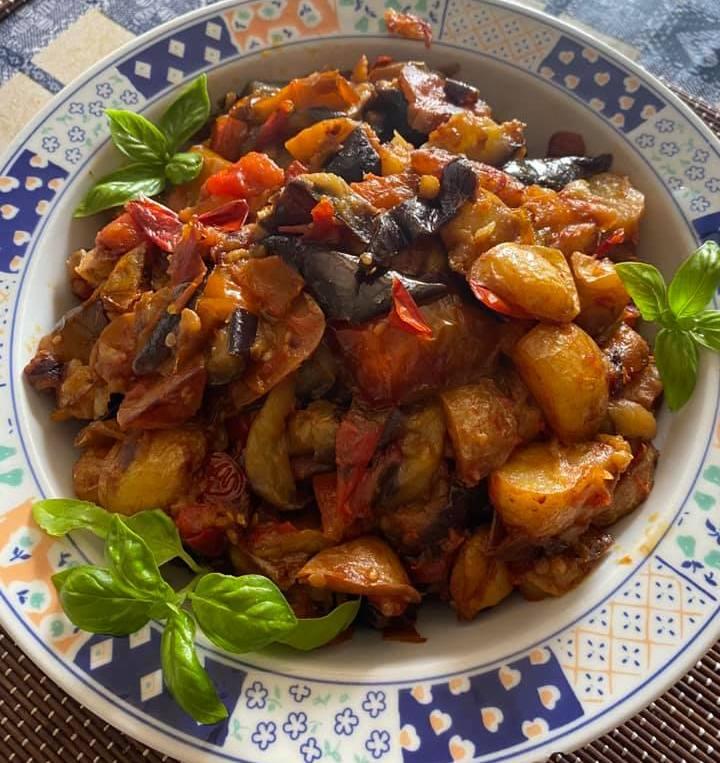 Πατάτες με πιπεριές και Μελτζάνα στο Τηγάνι