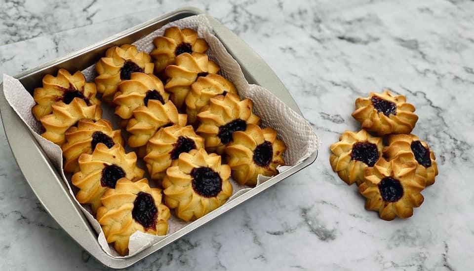 Μπισκότα με βούτυρο και μαρμελάδα