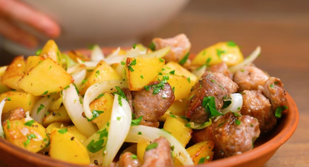 κρέας με πατάτες σε τηγάνι