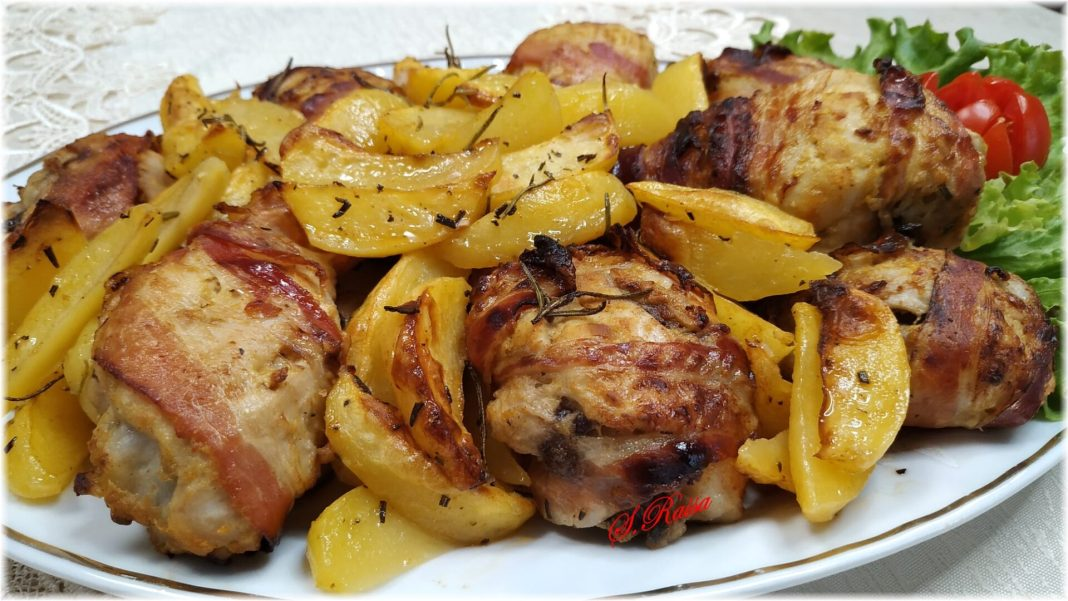 Μπουτάκια κοτόπουλο τυλιγμένα σε μπέικον στο φουρνο