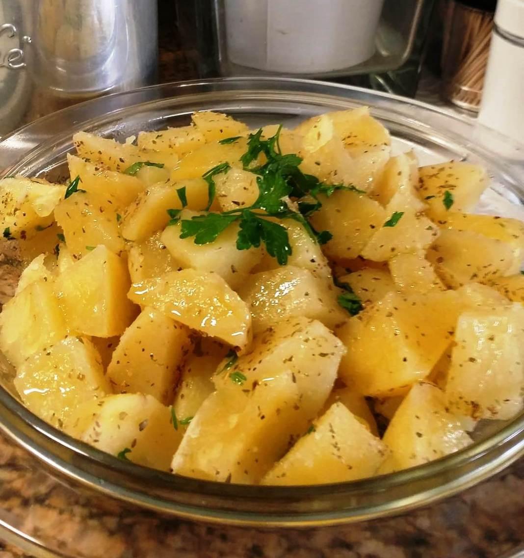 Πατάτες στον ατμό με λεμόνι και μυρωδικά