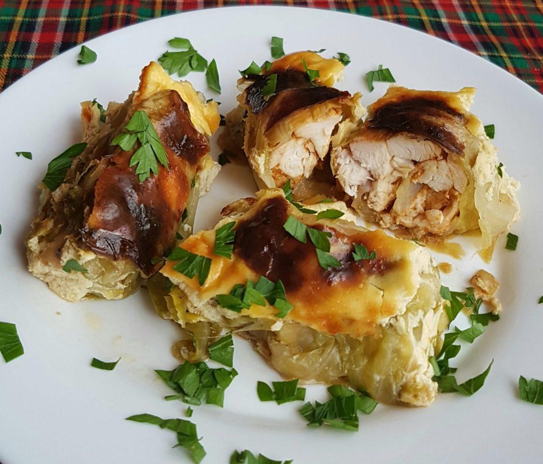 Σαρμαδάκια με φρέσκο λάχανο και κοτόπουλο