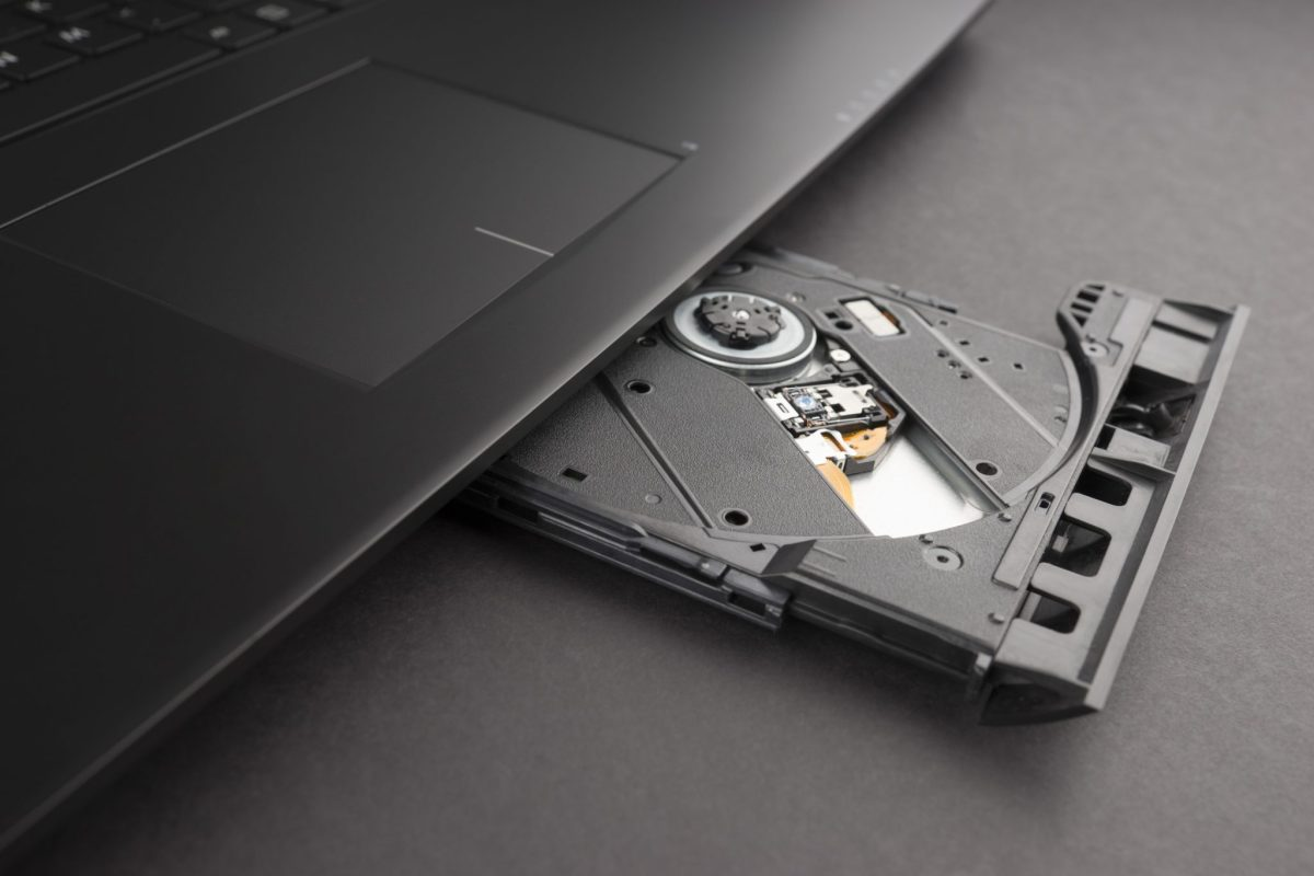 5. Back up large amount of data with the optional built-in Blu-ray Rewritable Drive