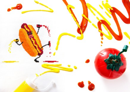 PixlStitch's Hot Dog design for Issue 6