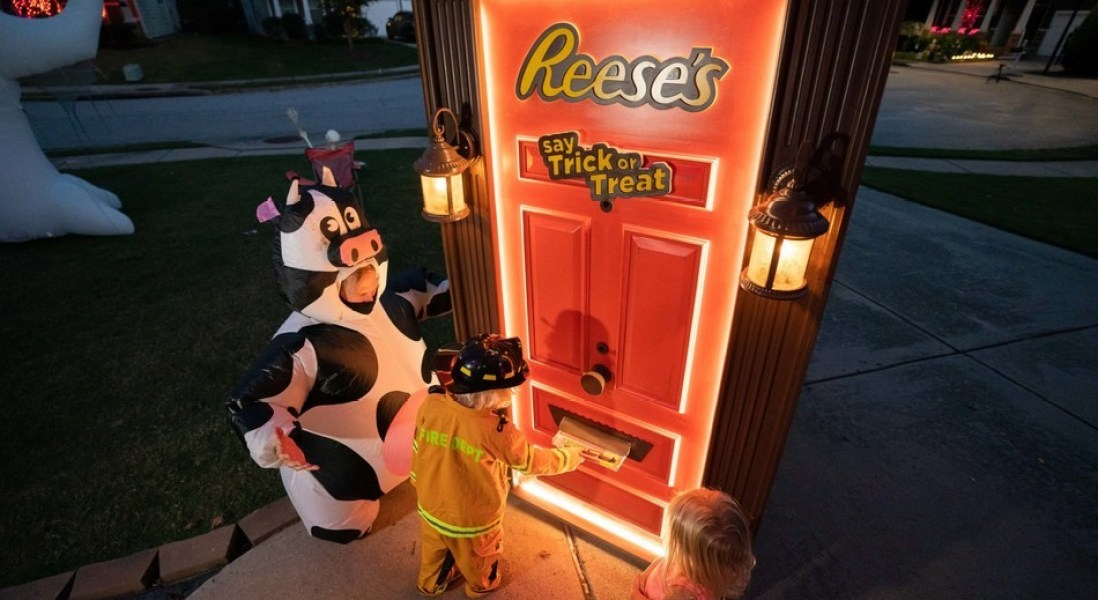 How Reese's Plans to Make Contactless Trick or Treating the New Normal