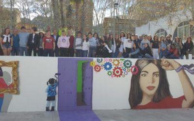 Xàtiva estrena un mural per la Igualtat en un dels accessos al Gran Teatre