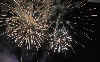 Un castell de focs artificials posa el punt final a una setmana sense festes a l'Alcúdia de Crespins
