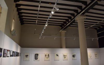 La Casa de Cultura de Xàtiva reobri amb millores lumíniques a la sala de les Columnes i l'adequació dels espais expositius