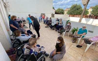 Mai Castells i Verònica Ferri visiten AFA Canals amb motiu del Dia Mundial de l'Alzheimer