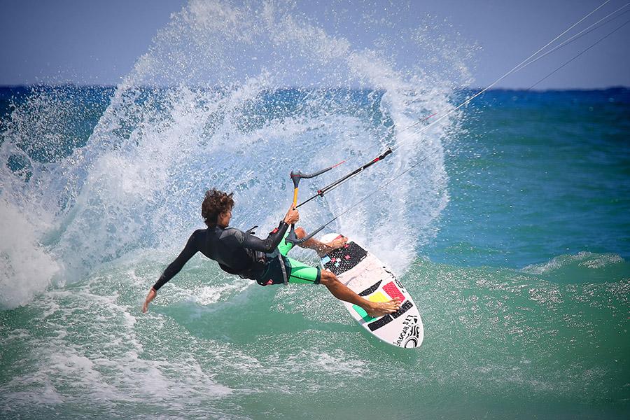 kitesurfing-wave