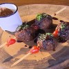 Bolinho de carne de sol ao molho de jabuticaba