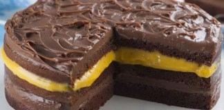 Bolo de Chocolate Com Creme de Maracujá