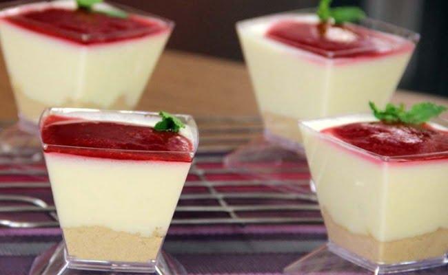 Receita de Cheesecake de Colher com Coulis de Framboesa