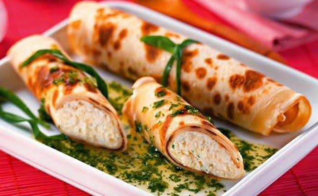 Receita de Panqueca aos quatro queijos com molho de salsa