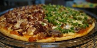 Pizza de carne de sol com pinhão