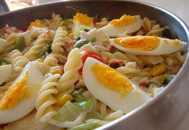 Receita de Salada de Peixe e Massa com Vegetais