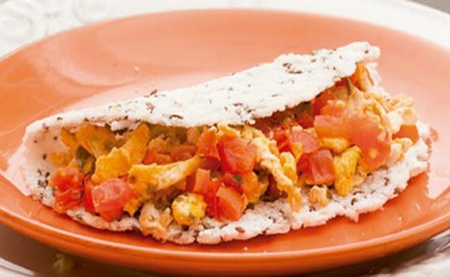 Receita de Tapioca de linhaça com ovo mexido e tomate