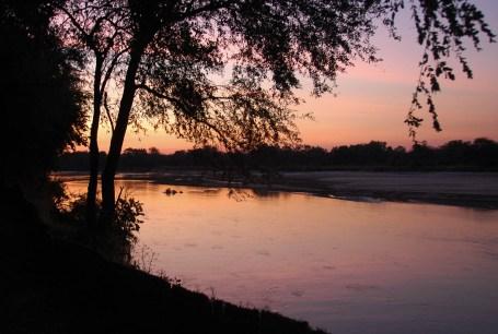 Kamperen aan de Luangwa rivier bij ..