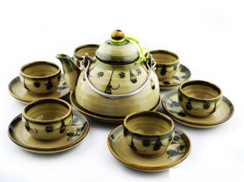 Bộ ấm chén gốm sứ được biết đến là xu hướng tặng quà hot nhất hiện nay.