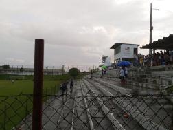 Torcida do Vila Sandra soltou muitos foguetes na hora da chuva