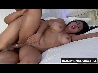 Caiu na net vídeo porno real da Cidiane Freitas não se aguentou de tesão com o macho do teste de fidelidade e acabou transando com macho casado