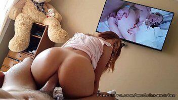 Porno mostra uma mulher deliciosa sentando e rebolando bem deliciosamente em cima da pica do marmanjo
