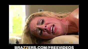 Video porno tras safadinha louca por sexo subindo em cima de uma pica grande e grossa na hora do sexo