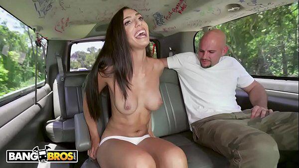 Playboy 2017 novinha morena e toda magrinha deliciosa fodendo dentro da van