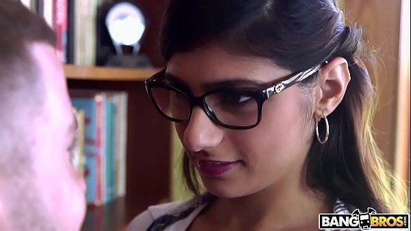 Novinha zap zap Mia khalifa a nerd mais querida de todos os tempos entra em ação mais uma vez em nosso site