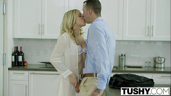Porno na cozinha loirinha linda de uns vinte aninhos metendo com seu primo experiente