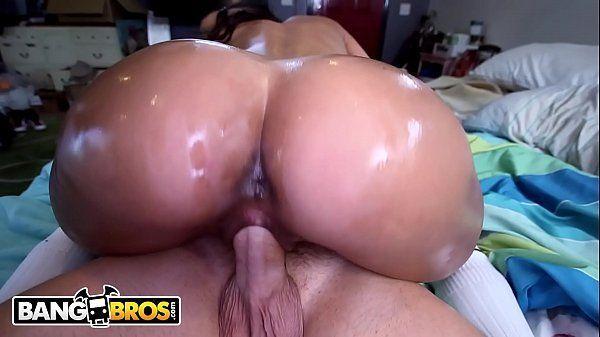 Latina fudendo pelada dando a buceta melada