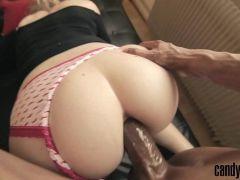 Lindas mulheres nuas fazendo um delicioso sexo molhado com o pauzudo