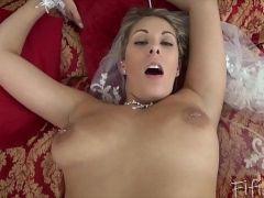 Videopornor socando a pirocona da loira gostosa e casada
