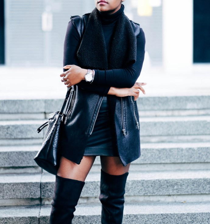IAMNRC, BLACK OUTFIT, FASHION BLOGGER, How to wear knee high boots