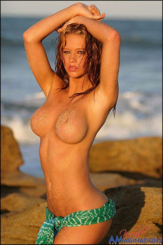 Samantha Capitoni  nackt