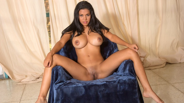 Hot Body - Kendra Roll
