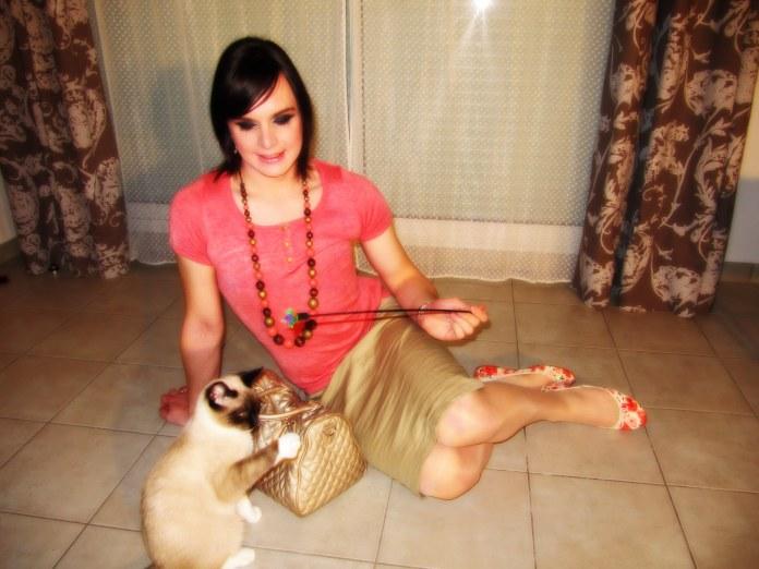 jupe beige et chaton