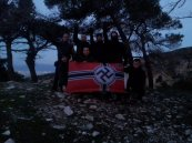 21/12/2012, Πάρνηθα, Κασιδιάρης + Φουντούλης + Αλλοι 5 της Χρυσής Αυγής, Χειμερινό Ηλιοστάσιο και η σημαία της Βέρμαχτ, νυχτερινή ορκωμοσία στη σβάστικα.
