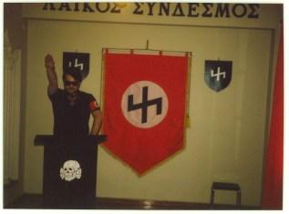 Χρήστος Παππάς στο βήμα σε ναζιστικό χαιρετισμό - cf83ceaccf81cf89cf83ceb70091