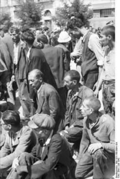 1942-07-11-Θεσσαλονίκη Πλατεία Ελευθερίας Εβραίοι σε γυμνάσια-11