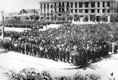 1942-07-11-Θεσσαλονίκη Πλατεία Ελευθερίας Εβραίοι σε γυμνάσια-12