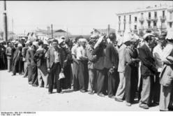 1942-07-11-Θεσσαλονίκη Πλατεία Ελευθερίας Εβραίοι σε γυμνάσια-10