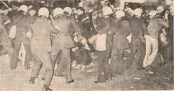 1977-11-17 - Πολυτεχνείο-02 Συλλήψεις από ΜΑΤ - symplokes