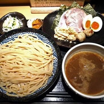会長大絶賛!山岸氏を「参った」と言わせた魚介豚骨鶏ガラスープのつけ麺『つけ麺 道』
