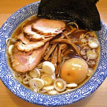 なつかしの東京ラーメン!魚介の優しい香りが鼻を抜け醤油感満載の一杯を堪能『中華そば 多賀野』