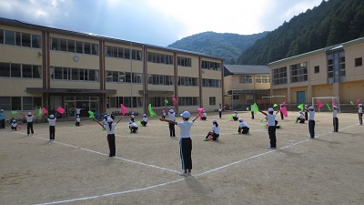 現在の津木小学校の校舎の様子