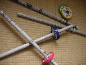 新聞紙で作った剣の画像