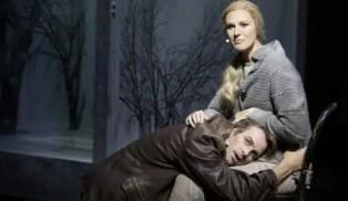 FIXAR JOBBET. Sanna Nielsen och Christopher Wollter som Lara och doktor Zjivago i Malmöoperans uppsättning av